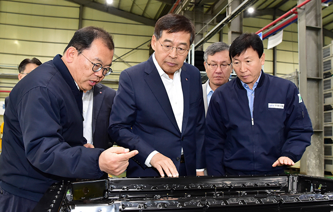 "LG Chem Vice Chairman Shin Hak-cheol ""Dominating the Battery Market Depends on 'Materials, Parts and Equipment'"""